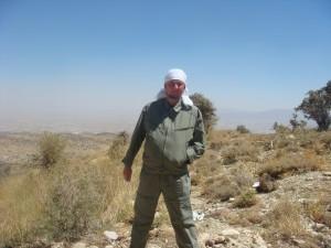Иран. В горах южнее Шираза. 2950 м над уровнем моря. Связь отсутствуе и все нормально.